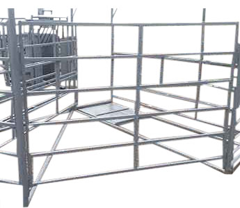 PEARSON LIVESTOCK EQUIPMENT MATERNITY PEN WITH SELF CATCH HEADGATE