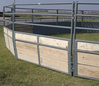 WW Livestock Systems Deluxe Round Pen with Wood